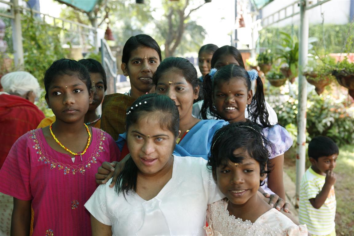 Helpende Handen Udavum Karangal India